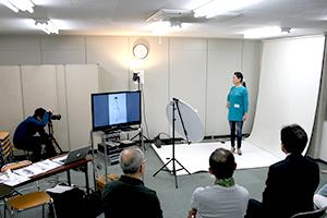 関西大阪のタレントプロダクション日本放映プロのシニア部レッスン風景