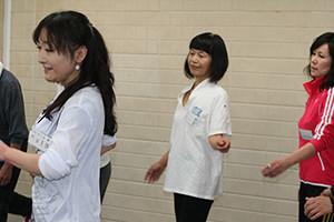 関西大阪のタレントプロダクション日本放映プロのミドル部(30歳~49歳)レッスン風景。