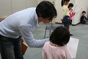 関西大阪のタレントプロダクション日本放映プロ児童部(小学1年生~6年生)のレッスン風景。
