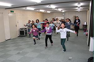関西大阪のタレントプロダクション日本放映プロ児童部元気いっぱいのレッスン風景。