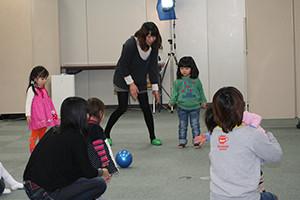関西のタレントプロダクション日本放映プロ登録幼稚部(1歳~2歳)の講習会レッスン風景。