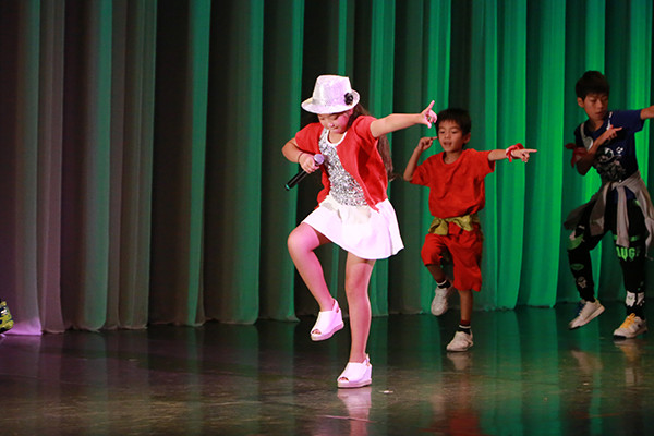 関西大阪タレントプロダクション日本放映プロの舞台公演での写真